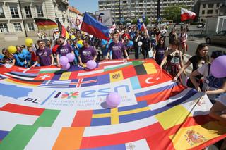 Pod hasłem 'Tu jest Europa!' przez Warszawę przeszła Parada Schumana