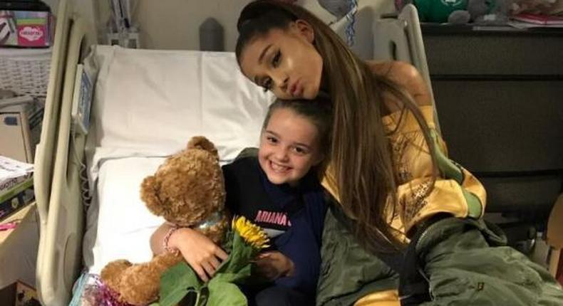 Ariana Grande visits bomb victims in the hospital