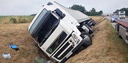 Zaskakujący widok na A4. Kierowca zasnął... a ciężarówka wraz z nim