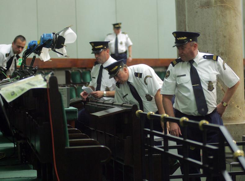 Straż marszałkowska dostanie policyjne emerytury