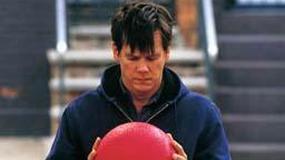 Kevin Bacon w roli czarującego dilera