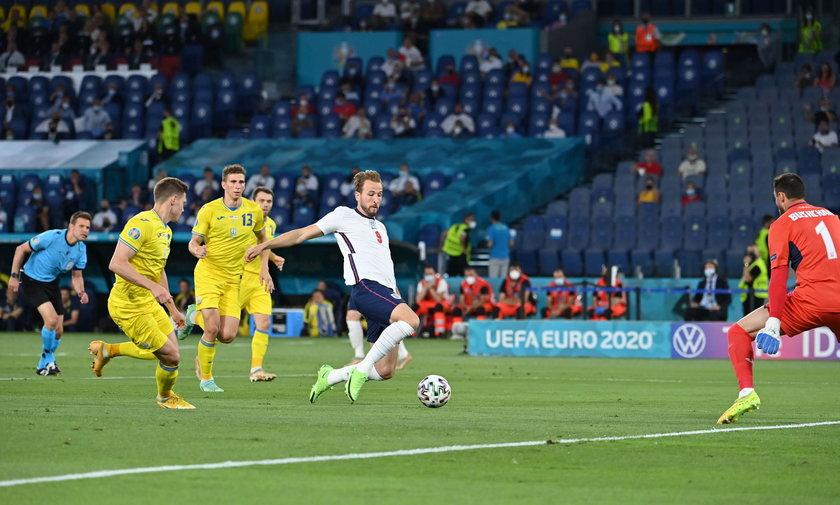 W styczniu 2013 roku Komitet Wykonawczy UEFA podjął decyzję o rozgrywaniu EURO 2020 w 12 państwach z okazji 60-lecia turnieju.