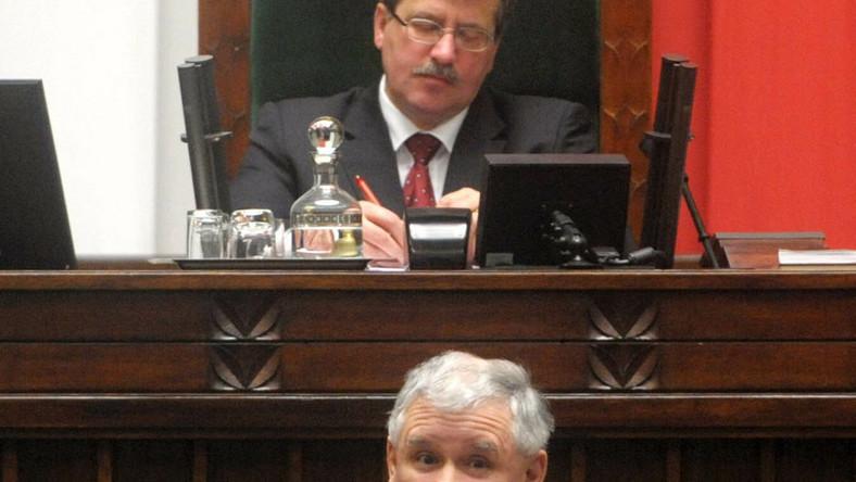 Kaczyński: Komorowski opleciony grubą pajęczyną podejrzeń