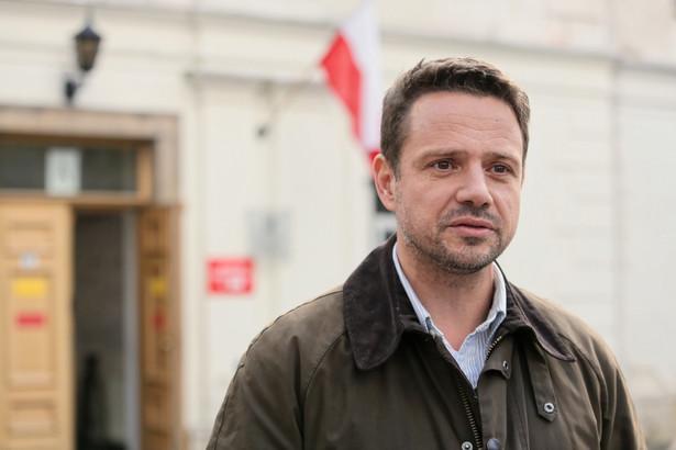 Trzaskowski w którymś momencie stanie też przed koniecznością jasnej deklaracji, czy tworzyć w Warszawie strefy niskiej emisji z ograniczonym dostępem dla starych aut.