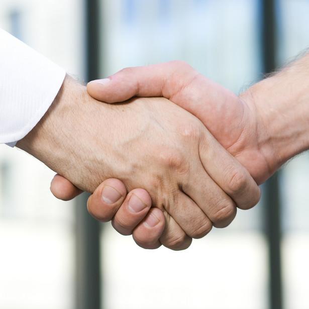 Połączenie Banku Millennium z Euro Bankiem nastąpi poprzez przeniesienie całego majątku, czyli wszystkich aktywów i pasywów Euro Banku w zamian za akcje, które akcjonariuszom Euro Banku wyda Bank Millennium