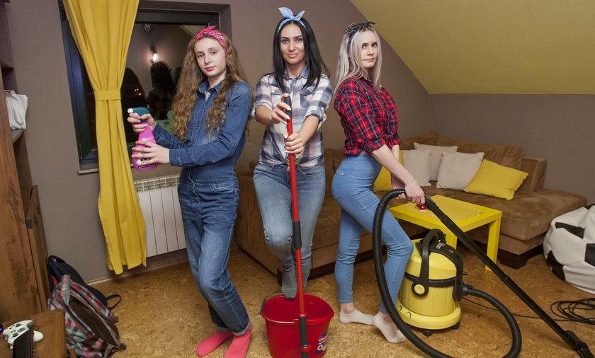 Alicja Zięba (w środku) z córkami