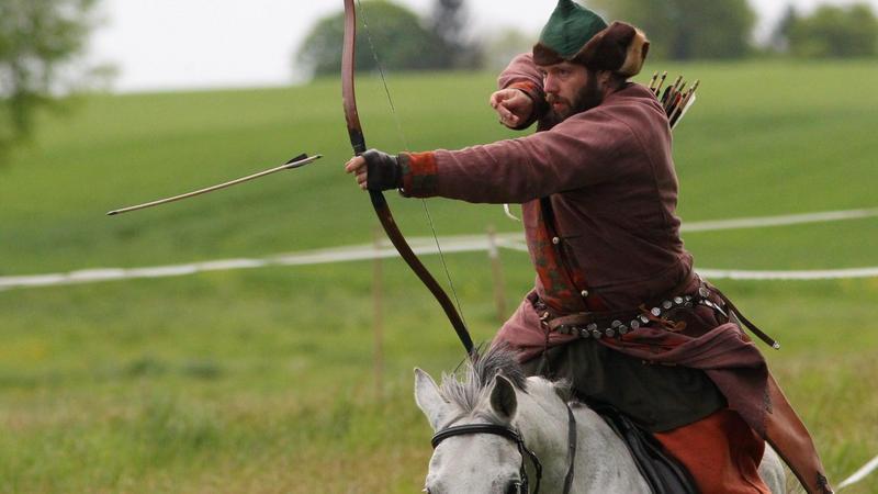 Zawody historycznego łucznictwa konnego na polach grunwaldzkich