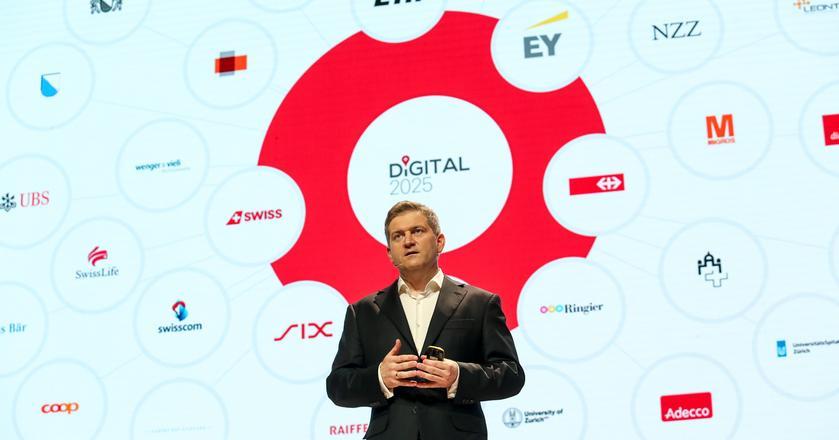 Aleksander Kutela w trakcie ogłaszania powstania fundacji Digital Poland na konferencji Impact '17