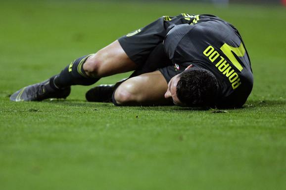 Kristijano Ronaldo se na meču sa Atletiko Madridom u jednom trenutku našao na travi