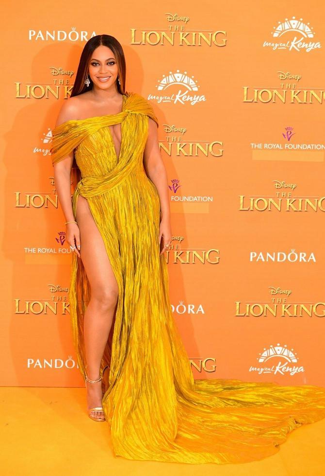 Kraljica Bi i njena moćna zlatna haljina