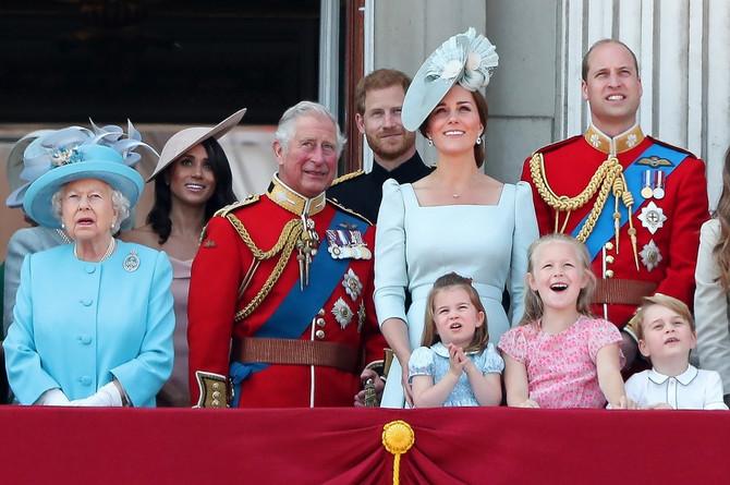 Kejt i Vilijam sa decom na Bakingemskoj palati, nedostajao ne najmlađi Luj