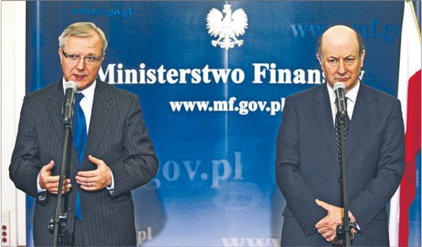 Olli Rehn, europejski komisarz ds. walutowych, i minister finansów Jacek Rostowski Fot. Tomasz Gzell/PAP