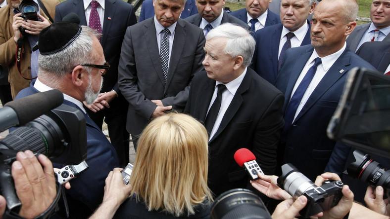 Prezes PiS Jarosław Kaczyński i wiceprzewodniczący Gminy Wyznaniowej Żydowskiej w Warszawie Lesław Piszewski