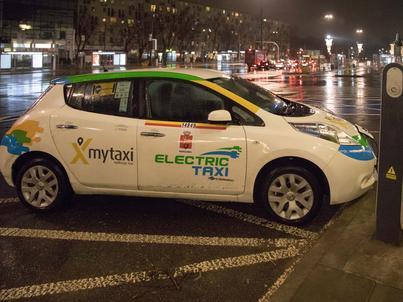 W 2016 r. w Warszawie mytaxi wprowadziło pierwsze elektryczne taksówki