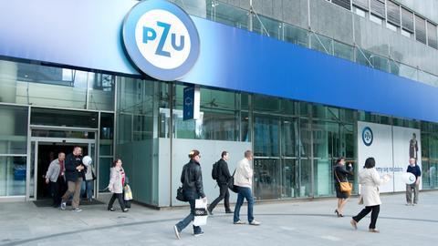 Wejście główne do siedziby PZU w Warszawie