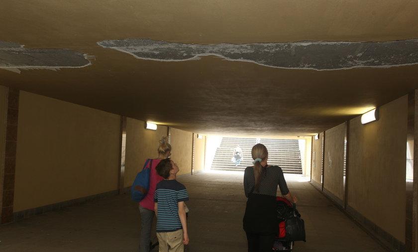 tunel się sypie