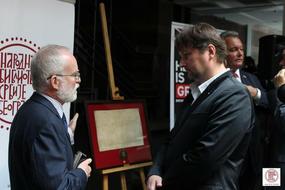 Kif i Blašković:Narodnoj biblioteci danas je uručen autentični faksimil Velike povelje sloboda