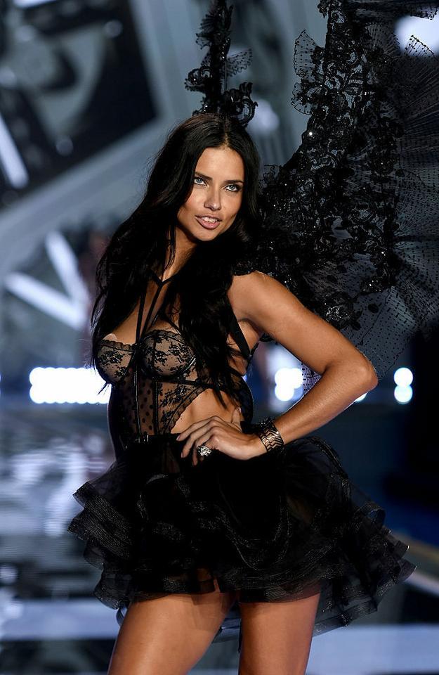 Victoria's Secret - Adriana Lima na pokazie w 2014 roku