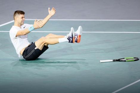 Filip Krajinović slavi trijumf nad Iznerom u polufinalu mastersa u Parizu