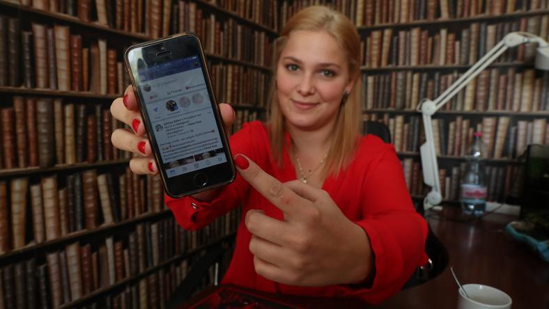 Mezősi Aranka (23) órákat tud a neten lógni: főleg facebookozással és játékkal tölti az időt a világhálón /Fotó: Wéber Zsolt