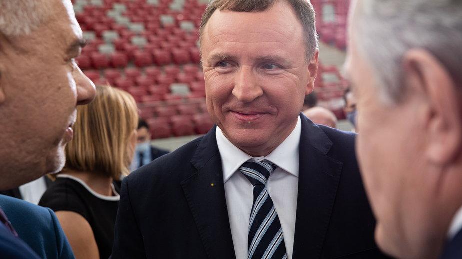 Prezes TVP Jacek Kurski w towarzystwie polityków PiS - Jacka Sasina i Piotra Glińskiego
