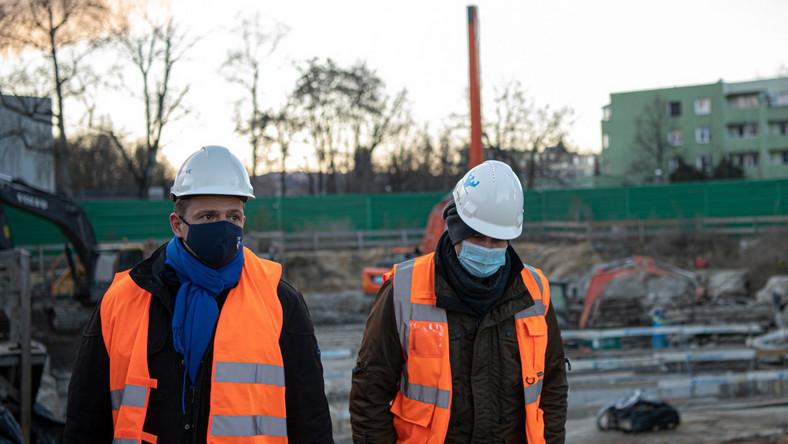 Rafał Trzaskowski na budowie metra