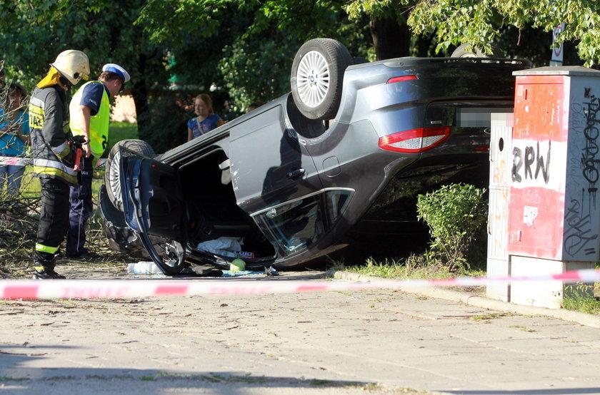 Pijany kierowca dachował po spowodowaniu wypadku