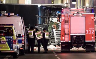 Niemcy: Sprawca zamachu w Berlinie zbiegł. Trwa pościg