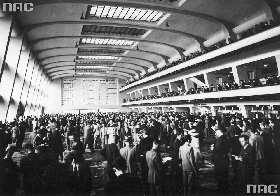 Tłumy przed kasami totalizatora, 1939 r.