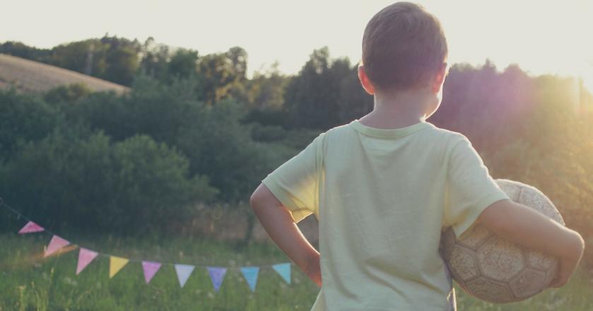 Ciągłe powtarzanie dziecku, że jest mądre może przynieść tyle samo szkody, ile nie mówienie mu tego wcale