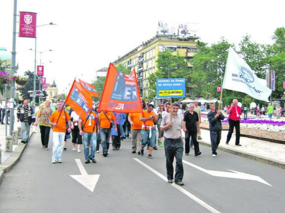 "DUGUJE IM SE PO 20 PLATA: Protest radnika kruševačkog ""14. oktobra"""