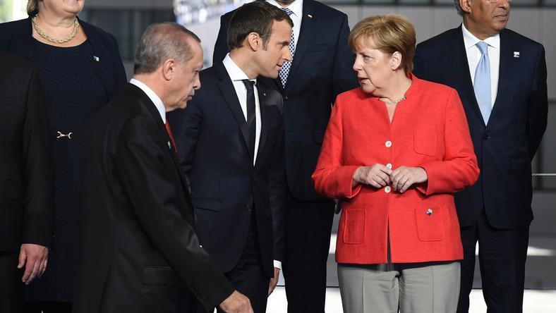Od lewej: Recep Erdogan, Emannuel Macron i Angela Merkel