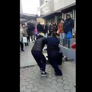 Ulična prodavačica nokautirala komunalnu policajku