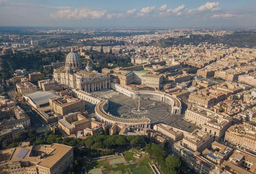 Po jego poprzednich publikacjach w Watykanie leciały głowy