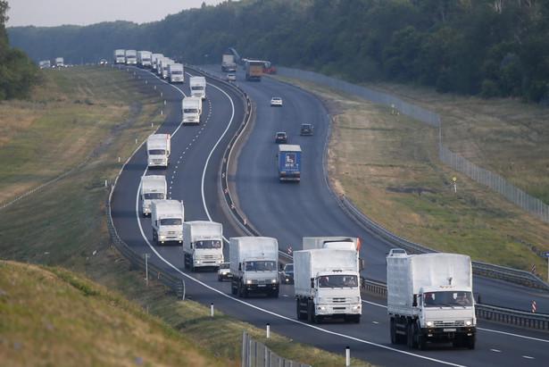 Rosyjski biały konwój w drodze na Ukrainę. Fot. EPA/YURI KOCHETKOV/PAP