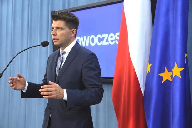 Wicepremier i minister rozwoju Mateusz Morawiecki przedstawił w poniedziałek szczegóły planu, dotyczącego OFE, o którym jako pierwszy wspominał podczas sobotniego kongresu PiS lider partii Jarosław Kaczyński.