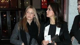 Kinga Rusin na wakacjach z córką. Iga Lis pochwaliła się uroczym zdjęciem z mamą. Podobne?