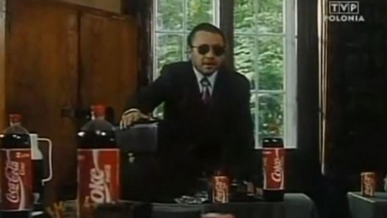 Film z 1993 roku do historii przejdzie chyba jako przykład najdłuższego lokowania produktu. Scena z coca colą, która stoi na każdym stoliku i wypełnia niemal każdy kadr, trwa pół godziny (sic!).