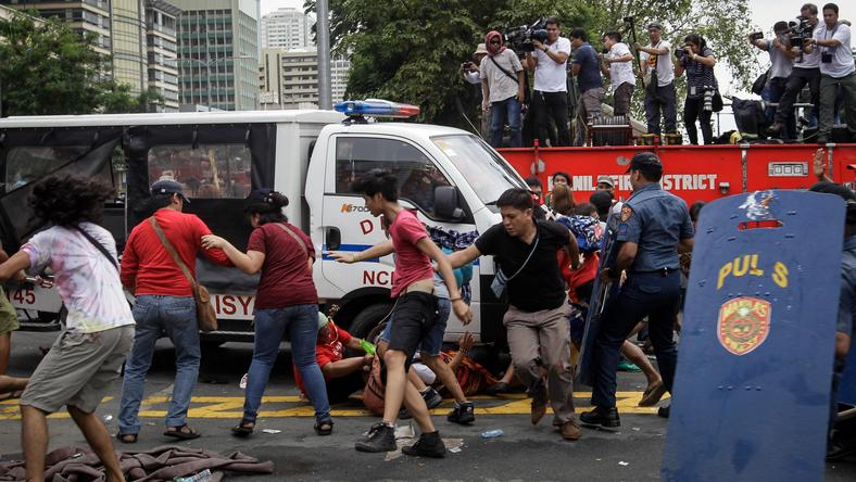 PHILIPPINES PROTEST (Filipinos clash with police during a protest at the US Embassy in Manila)