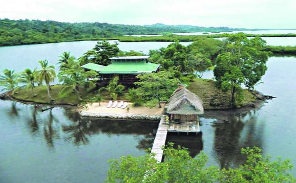 Na ostrvcetu je uređena mala privatna plaža