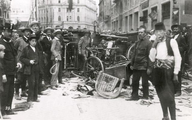 Haotična scena na ulicama Sarajeva, posle ubistva Ferdinanda