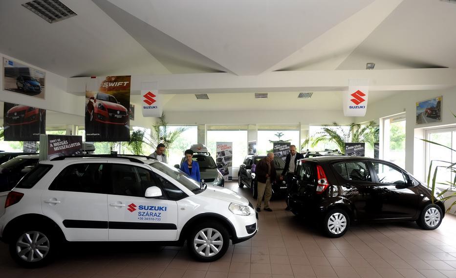 A forint gyengülése és a kötelező fejlesztések verték fel az autók árát  /Fotó: MTI