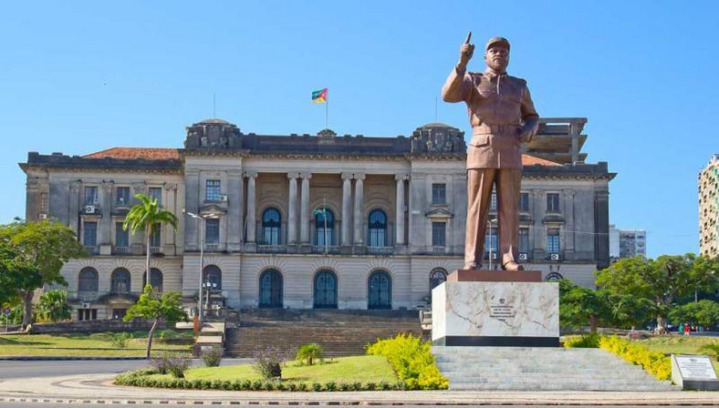 A giant statue of Samora Moisés Machel at the Independence Square in Downtown Maputo, Mozambique. (danatours)
