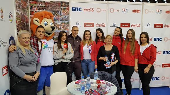 Fudbaleri Zvezde Branko Jovičić i Milan Jevtović posetili su Sajam sporta, pošto su bili na štandu Sportskih igara mladih