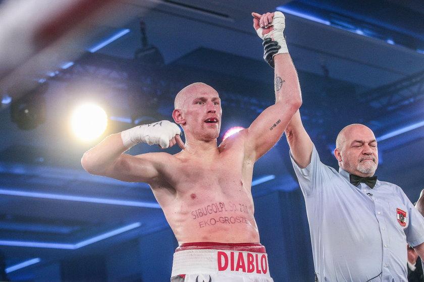 """30 listopada 2019 roku """"Diablo"""" pokonał w Zakopanem Taylora Mabikę (45 l.), a potem zaczął leczyć kontuzję."""