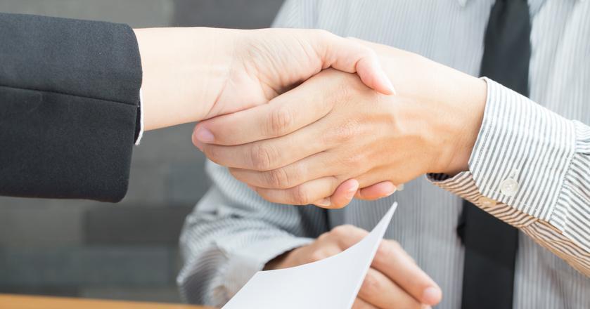 Co należy zrobić z rękami podczas rozmowy kwalifikacyjnej