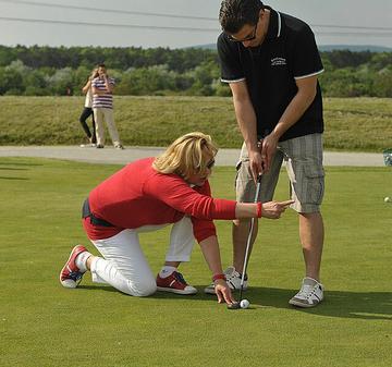 fogyni golfozás közben)