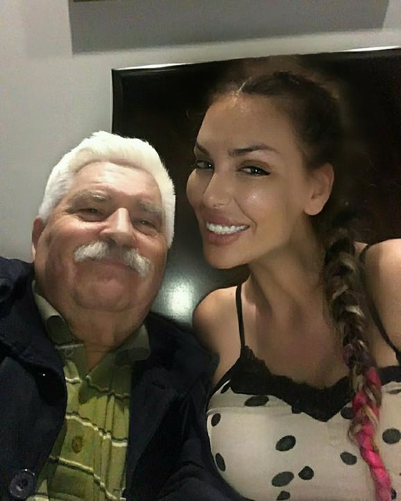 Ava Karabatić sa dedom