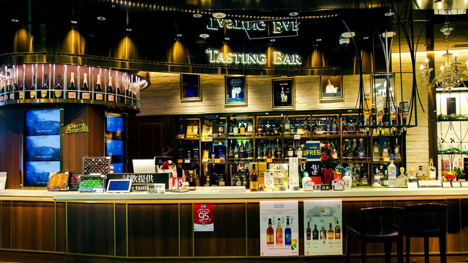 Bary w Tokio ponownie będą mogły sprzedawać alkohol