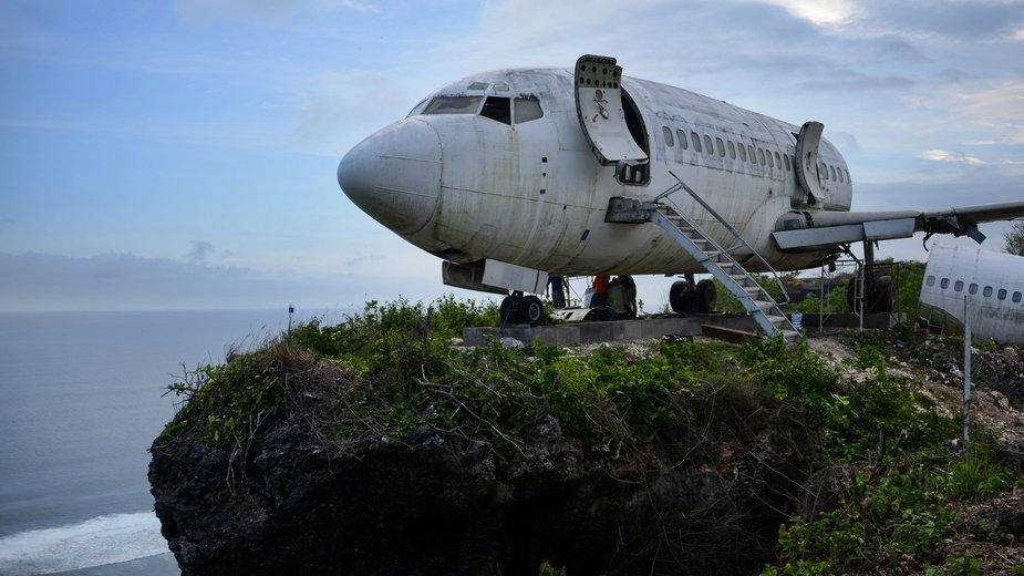 Indonezja: stary Boeing 737 na klifie ma zwabić turystów na Bali